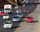 Apesar de liberação, mais de 5 mil motoristas são multados em faixas exclusivas
