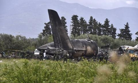 Queda de avião militar mata 257 pessoas, no pior desastre aéreo da Argélia