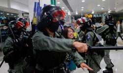 Hong Kong vive novo dia de tensão e violência