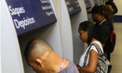 Saque do auxílio de R$ 600 é liberado neste sábado a 7,4 milhões de pessoas
