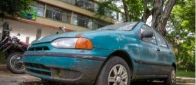 Moradores reclamam de veículos velhos abandonados no Plano Piloto
