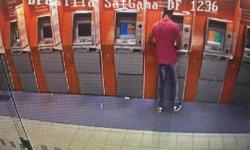 """Polícia Civil prende homem que """"pescava"""" envelopes em caixa eletrônico"""
