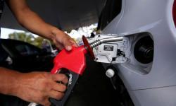 Gasolina dispara e ANP cerca cartel de postos