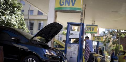 Carro movido a gás agora vai pagar por quilo