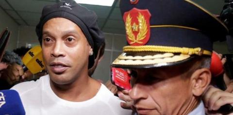 Paraguai prende Ronaldinho sem direito a fiança
