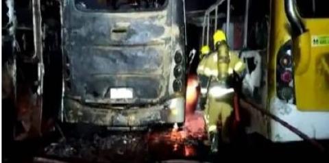 Entorno: fogo consome 17 micro-ônibus que estavam em garagem de cooperativa