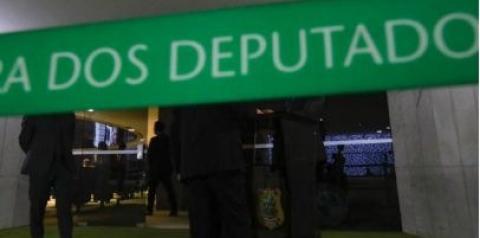 Dez deputados assumem mandatos de prefeitos e secretários municipais