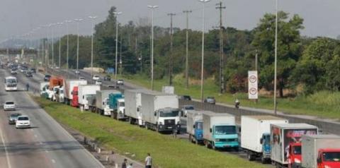 Caminhoneiros protestam em rodovias federais de 15 estados, nesta quinta-feira (9)