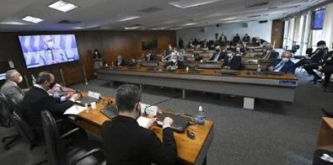 Juristas entregam relatório à CPI e sugerem impeachment de Bolsonaro