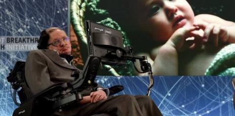 Stephen Hawking ganhou fama ao abordar gravidade e origem do universo