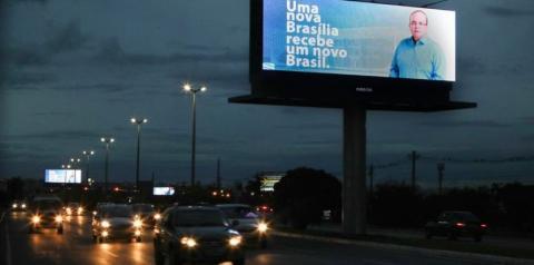 Campanha para divulgar GDF: ciumeira, cisma e outdoor de Ibaneis