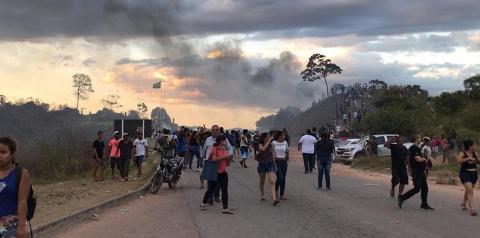 'Nunca vi exército de outro país jogar bomba de gás no Brasil', diz coronel brasileiro sobre confronto na fronteira