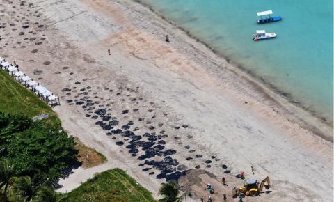 Brasil pressiona Venezuela sobre óleo nas praias