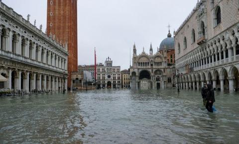 Veneza sofre com maior maré em 50 anos