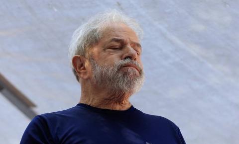 Com sociopatia grave, Lula vira bobo da corte