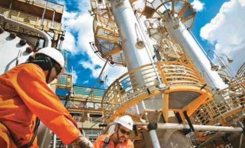 Petroleiros deixam greve de 5 dias pela metade