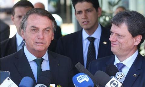 'Gasolina tá cara; vamos dar jeito', avisa Bolsonaro