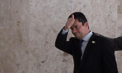 Sergio Moro comemora suspensão da adoção dos juízes de garantia