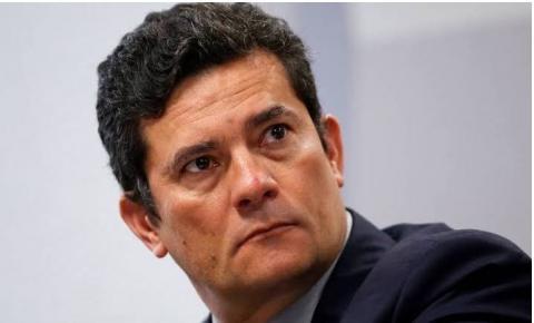 Carniceiros cercam Moro, sempre leal a Jair Bolsonaro