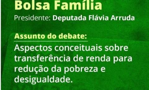 Flávia Arruda realiza debate sobre Bolsa Família e transferência de renda no país