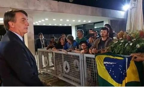 'Cuidado com comunistas', diz Bolsonaro a apoiadores