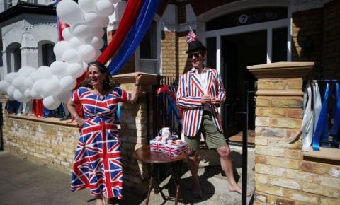 Britânicos festejam Dia da Vitória apesar da Covid