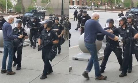 Após agredir idoso em ato nos EUA, policiais são suspensos