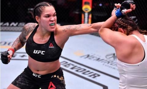 Amanda Nunes vence Felicia Spencer, mantém cinturão e faz história no UFC