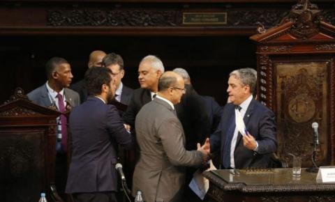 Alerj espera PGR para tocar impeachment