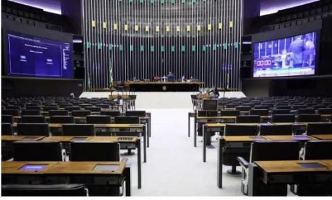 Deputados querem cortar benefícios de juízes, procuradores e promotores