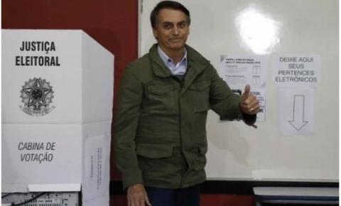 Bolsonaro volta a defender voto impresso: