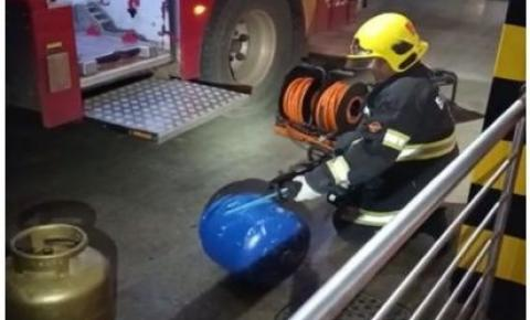 PM e bombeiros encontram drogas escondidas em botijões de gás em Luziânia