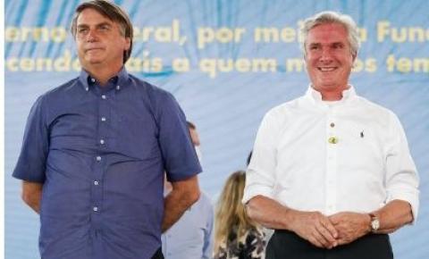 "Em evento no Nordeste, Collor elogia Bolsonaro: ""Seu capote é robusto"""