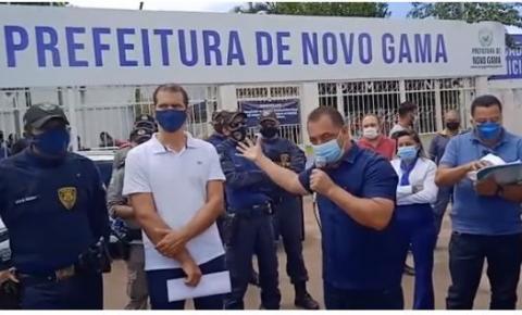 Comerciantes de Novo Gama protestam após decreto da Prefeitura