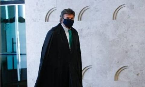 Pressionado por Bolsonaro, STF volta ao trabalho. Siga discurso de Fux