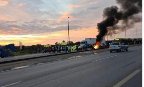 Protesto de moradores fecha BR-040 na manhã desta terça (5/10)
