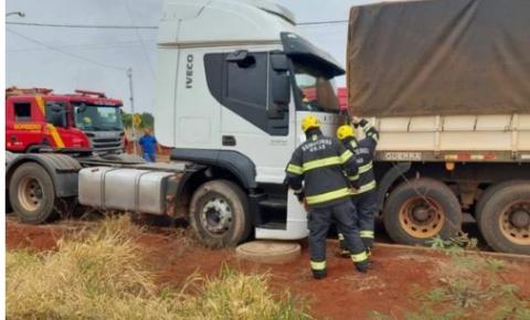 """Homem morre após """"segurar"""" caminhão desengatado e ficar prensado"""