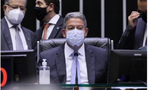 Após Guedes mudar o tom, Lira diz defender solidez fiscal do país