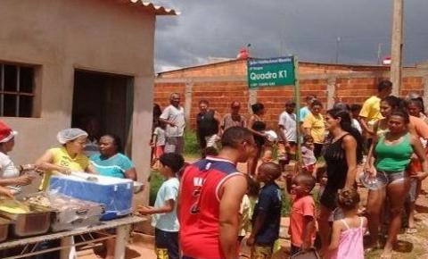 Administração de Santa Maria entrega alimentos de Ceia de Natal no residencial Ribeirão