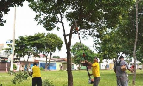 Domingo foi realizado o mutirão Administração Em Ação de podagem na quadra 302 de Santa Maria