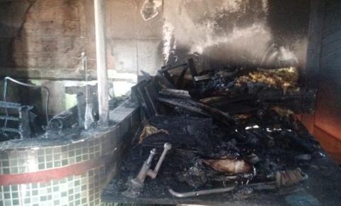 Apartamento pega fogo em Santa Maria