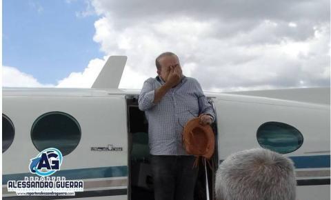 Em Corrente, Piauí, Ibaneis Rocha se emociona com recepção calorosa.