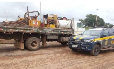 PRF apreende adolescente com caminhão roubado em Luziânia