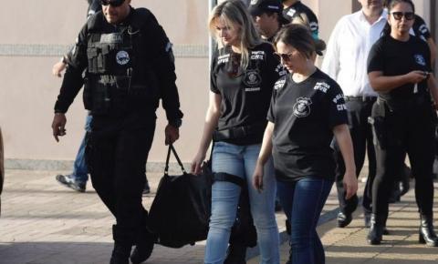 Polícia encontra mala com dinheiro e armas na casa de João de Deus
