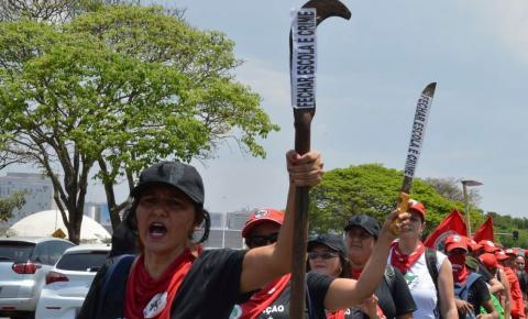 Bolsonaro manda dar um basta 'na baderna' do MST