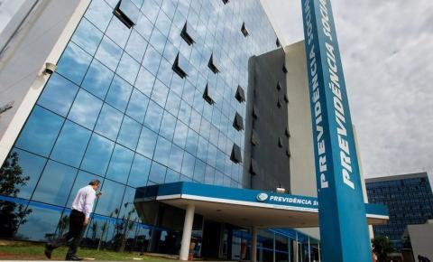 Governo Bolsonaro quer restringir acúmulo de pensão com aposentadoria