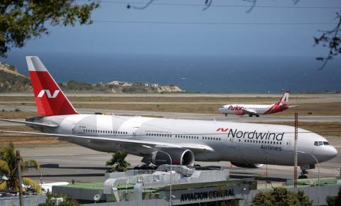 Avião russo em Caracas sinaliza eventual fuga do presidente Maduro