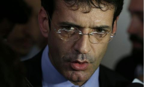 Jair Bolsonaro demite ministro do Turismo