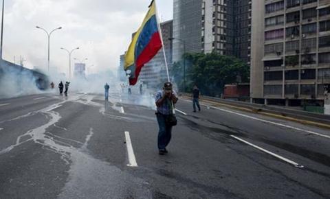 Dois morrem após militares da Venezuela abrirem fogo perto do Brasil