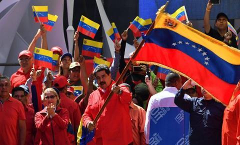Maduro rompe com Colômbia e expulsa corpo diplomático